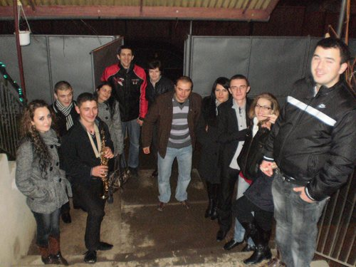 The students at Iiuliu Maniu in Simleu Silvaniei, Romania, go with caroling at eachone of them.