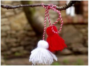 Red and white thread (red means love for all beautiful things and the white symbolizes the health and the purity of the snowdrop's, which is the first flower of spring.)