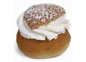 Svensk semla (= cream bun)