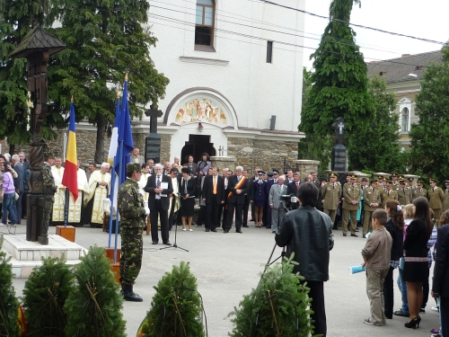 Europe Day 2010, Romania - the people of Simleu along with officials from the Prefecture of Salaj, the Local Council, from schools and other institutions were laying down garlands at a monument dedicated to the heroes fall down in wars, activity followed by a suite of speeches