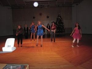 ES-Anderstorpsskolan bjuder på juldans på julavslutningen 2010
