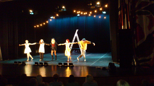 Students from grade three on the arts program, called CIRCUS MEDÈ, has presented their dance performance, THE FREAKSHOWDANCE.